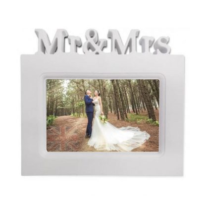 Mr and Mrs White Wedding Photo frame holder with 3D text 6x4